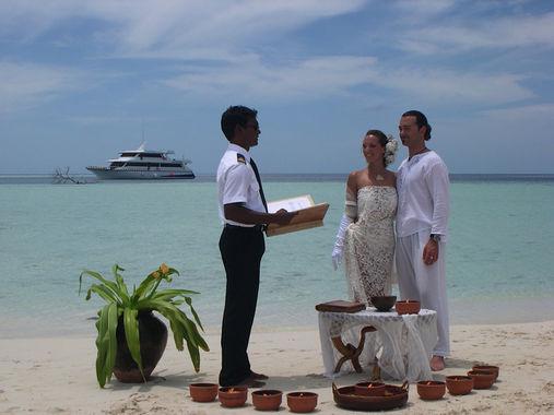 Matrimonio Simbolico Alle Maldive : Mesébe illő oltári esküvő és nászút orient travel